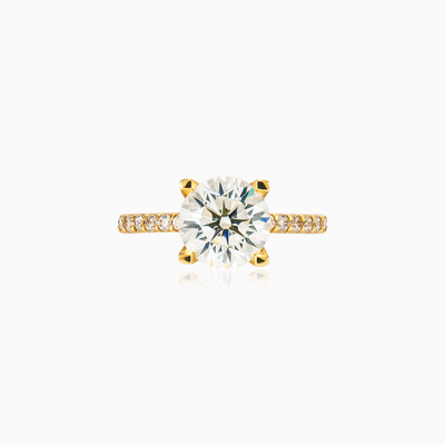 Big accent gold ring woman engagement rings