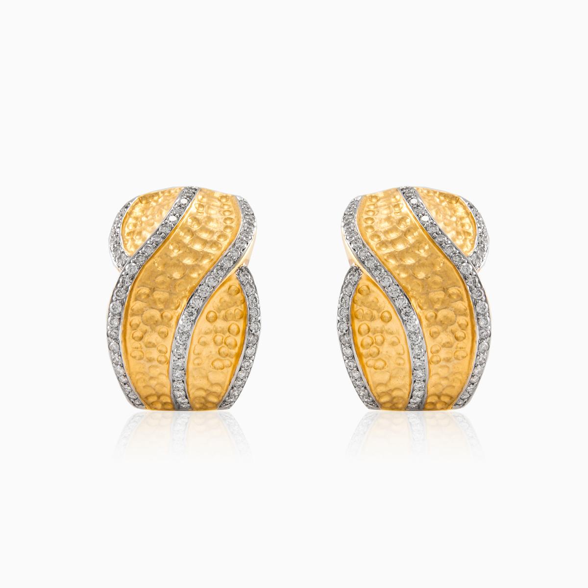87869cef8 Úchvatné dámské náušnice z 18 kt žlutého zlata s diamanty. Mají ...